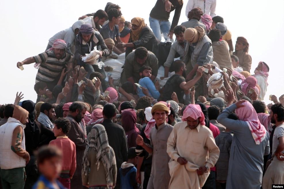 İraq - Mosul sakinləri şəhərdən qaçır