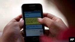 """""""Kuba tvitteri"""" deya atalgan ijtimoiy tarmoqda foydalanuvchilar telefon orqali xabar almashgan."""