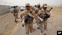 ایران کے صوبے سیستان بلوچستان کی پاکستان سے ملحق سرحد پر ایرانی بارڈر سیکیورٹی گارڈز گشت کر رہے ہیں۔ فائل فوٹو