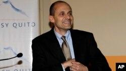El embajador de EE.UU. en Quito, Adam Namm, defendió la decisión del presidente Barack Obama, de acercarse al gobierno cubano.