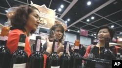 Visitors from China taste red wine at the Hong Kong International Wine & Spirits Fair in Hong Kong, 04 Nov 2010