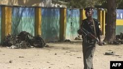 Policajac u gradu Kano, Nigerija gde su, zbog nasilja, pooštrene mere bezbednosti