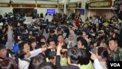两岸服务贸易在台湾立法院引起朝野大战