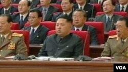 Kim Jong Un (depan berbaju hitam) pada saat menghadiri konferensi partai Pekerja di Pyongyang pekan lalu.