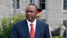 Kenya's President Uhuru Kenyatta prepares to inspect a guard of honor in Nairobi, April 16, 2013.