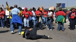 يک ميليون کارمند دولت در آفريقای جنوبی افزايش حقوق پيشنهادی را رد کردند