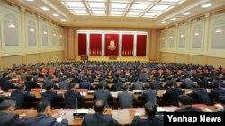 북한 김정은 국방위원회 제1위원장이 참석한 가운데 첫 수소탄시험성공에 기여한 핵 과학자들과 기술자, 군인건설자, 노동자, 일군들에 대한 '당 및 국가표창' 수여식이 진행되었다고 지난 13일 조선중앙통신이 밝혔다.