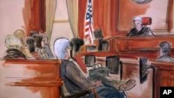 Dalam gambar sketsa sidang ini, Hakim Richard Berman tengah berbicara kepada dewan juri pada akhir perundingan dalam sidang korupsi eksekutif Halkbank Mehmet Hakan Atilla, 22 Desember 2017. (Foto: dok).