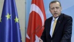 نخست وزیر ترکیه: اسراییل باید از حمله به ناوگان عذر خواهی کند