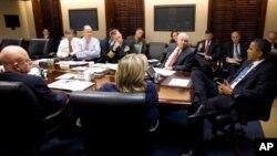 باراک اوباما در میان تیم امنیت ملی آمریکا