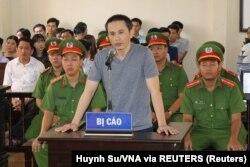 """Nguyễn Chí Vững bị tuyên 6 năm tù giam cùng tội danh """"tuyên truyền chống phá nhà nước"""" qua các đăng tải trên Facebook."""