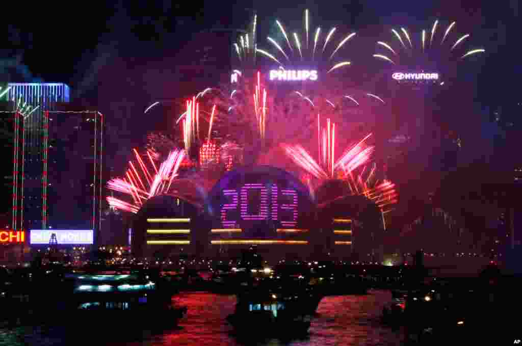 Fireworks explode at the Hong Kong Convention and Exhibition Center over the Victoria Harbor, January 1, 2013.