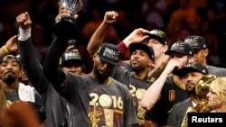 LeBron James lors de la victoire des Cavaliers en finale de la NBA, à Oakland, 19 juin 2016. (Bob Donnan-USA TODAY Sports)