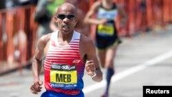 Meb Keflezighi compite durante el maratón de Boston, competencia que ganó. (Foto:David Butler II, USA Today).