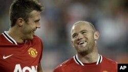 Tampil tanpa Wayne Rooney ((kanan) Manchester United kalah dua kali berturut-turut di kandang sendiri (foto: dok).