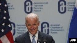 Phó Tổng thống Hoa Kỳ Joe Biden thúc giục giới hữu trách Nga cải tổ chính trị và củng cố luật pháp nếu như muốn thu hút các nhà đầu tư nước ngoài, ngày 10/3/2011