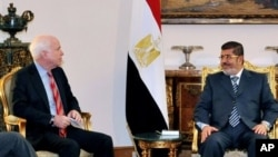 Egyptian President Mohammed Morsi, right, meets with Republican Sen. John McCain, presidential palace, Cairo, Jan. 16, 2013.