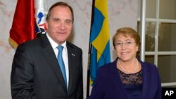 Sweden's Prime Minister Stefan Lofven welcomes Chilean President Michelle Bachelet to the government headquarters in Stockholm, May 10, 2016.