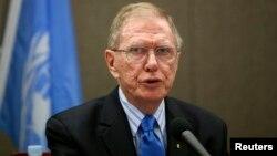 Ketua tim penyidik PBB, Michael Kirby berbicara di hadapan Dewan Hak Asasi PBB di Jenewa, Selasa 17/9 (foto: dok).
