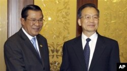 Chinese Premier Wen Jiabao, right, shakes hands with Cambodia's Prime Minister Hun Sen before their meeting in the Great Hall of the People in Beijing, 2008.