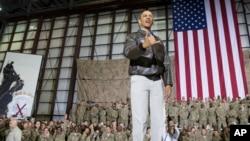 奥巴马总统5月25日在阿富汗喀布尔的一个空军基地对美国军人讲话