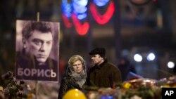 러시아 시민들이 피살된 렘초프 전 부총리를 추도하고 있는 모습