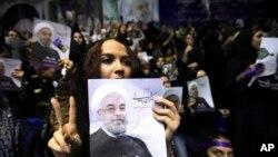 Sledbenica iranskog predsedničkog kandidata Hasana Rohanija pokazuje znak pobede.