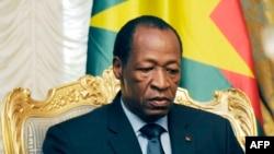 Tổng thống Blaise Compaore của Burkina Faso từ chức sau các cuộc biểu tình bạo động yêu cầu ông chấm dứt 27 năm cầm quyền