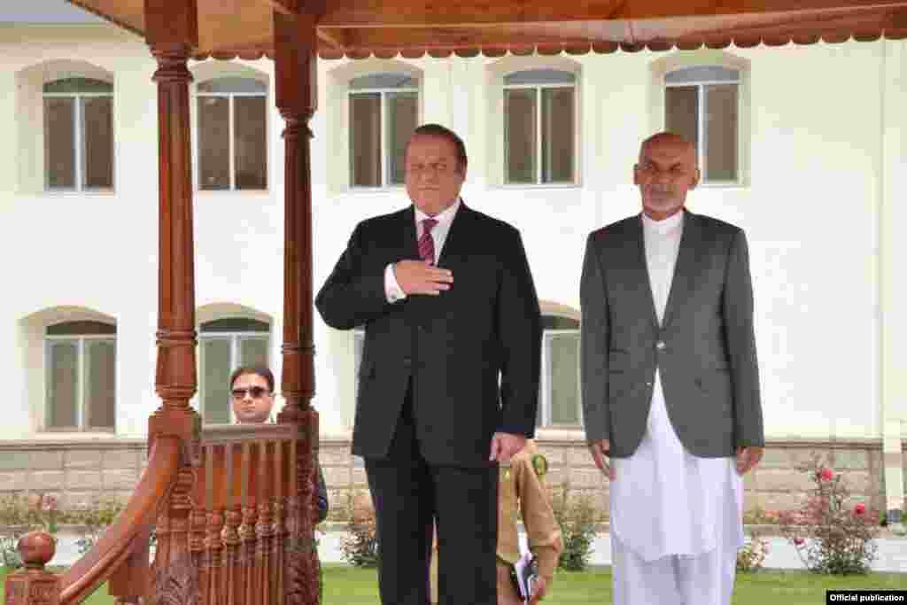 افغان صدر اشرف غنی نے نواز شریف کو وفد کے ہمراہ اس دورے کی دعوت دی تھی۔