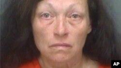 La mujer, que vive en la zona de St. Petersburg, tuvo su primera comparecencia ante un tribunal, donde afirmó que comprendía los cargos en su contra.