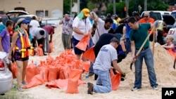 Banorët e Floridës përgatiten për ardhjen e uraganit Irma