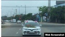 Hình ảnh đoàn xe rước dâu với hàng chục chiếc ô tô được đưa lên mạng xã hội giữa bối cảnh Việt Nam thực hiện cách ly toàn xã hội.