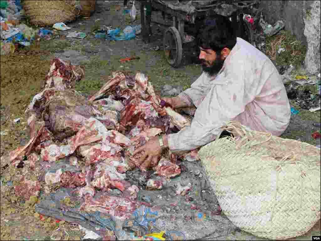 بکرا عید کے دوران گوشت کی چربی نکال کر بیچنے والے بھی ان دنوں سرگرم ہوجاتے ہیں
