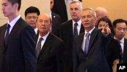 2018年6月3日,美国商务部长威尔伯·罗斯和中国国务院副总理刘鹤抵达北京钓鱼台国宾馆,出席会议。