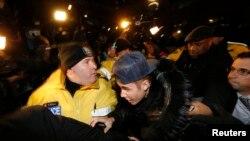 賈斯汀‧比伯(Justin Bieber)在星期三到多倫多一處警察局自首