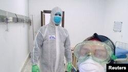 Wasu ma'aikatan lafiya da ke kula da masu fama da cutar coronavirus