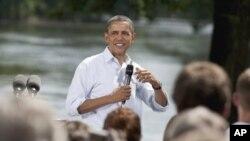 Le président Obama répondant à une question de l'assistance (15 août 2011)