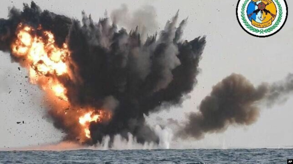 گفته شده کشتی ایرانی به حوثی ها برای حمله به کشتی های عربستانی اطلاعات می دهد.