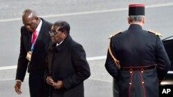 Robert Mugabe arrive à Paris pour le sommet COP21, 30 novembre 2015