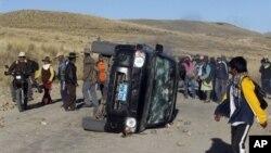 Kerusuhan di pertambangan tembaga Tinaya milik perusahaan Xstrata di Espinar, Peru (28/5). Pemerintah Peru menyatakan keadaan darurat 30 hari atas wilayah ini.