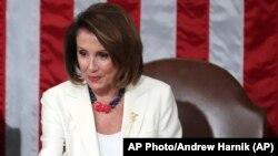 Nancy Pelosi, la présidente démocrate de la chambre des représentants a donnéle ton de l'hommage aux suffragettes,