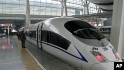高铁和谐号列车(资料照片)