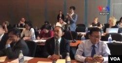 អ្នកជំនាញធ្វើការលើគម្រោងទប់ស្កាត់ការសម្លាប់រង្គាល និងអំពើប្រល័យពូជសាសន៍ បានមកជួបជុំគ្នានៅក្នុងទីក្រុងបាងកក ប្រទេសថៃ ដើម្បីចែករំលែកបទពិសោធន៍ការងាររបស់ពួកគេ ដែលបានធ្វើកន្លងមក និងផែនការសម្រាប់អនាគតកាលពីថ្ងៃពុធ ទី៤ ខែវិច្ឆិកា ឆ្នាំ២០១៥។ (ហ៊ុល រស្មី/VOA Khmer)