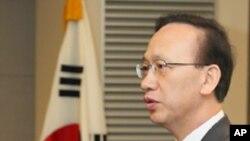 '통일기반의 효과적 조성 방안과 과제' 학술회의에 참석한 현인택 한국 통일부 장관