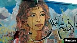 Grafiti dekat alun-alun Tahrir di Kairo (21/7) karya salah seorang seniman jalanan.