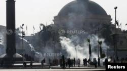 قاہرہ یونیورسٹی کے باہر معزول صدر محمد مرسی کی حمایت میں ہونے والے ایک مظاہرے کا منظر