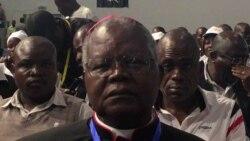 Arcebispo de Malanje condena corrupção 1:27