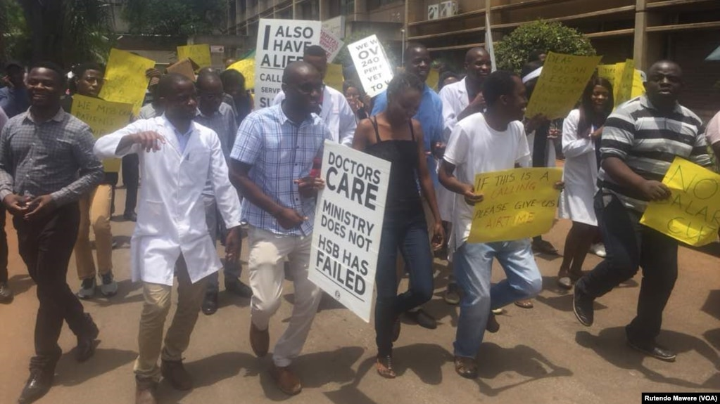 Striking Zimbabwean doctors are being urged to go back to work.