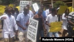 Striking Zimbabweans doctors vow to continue with their industrial action.