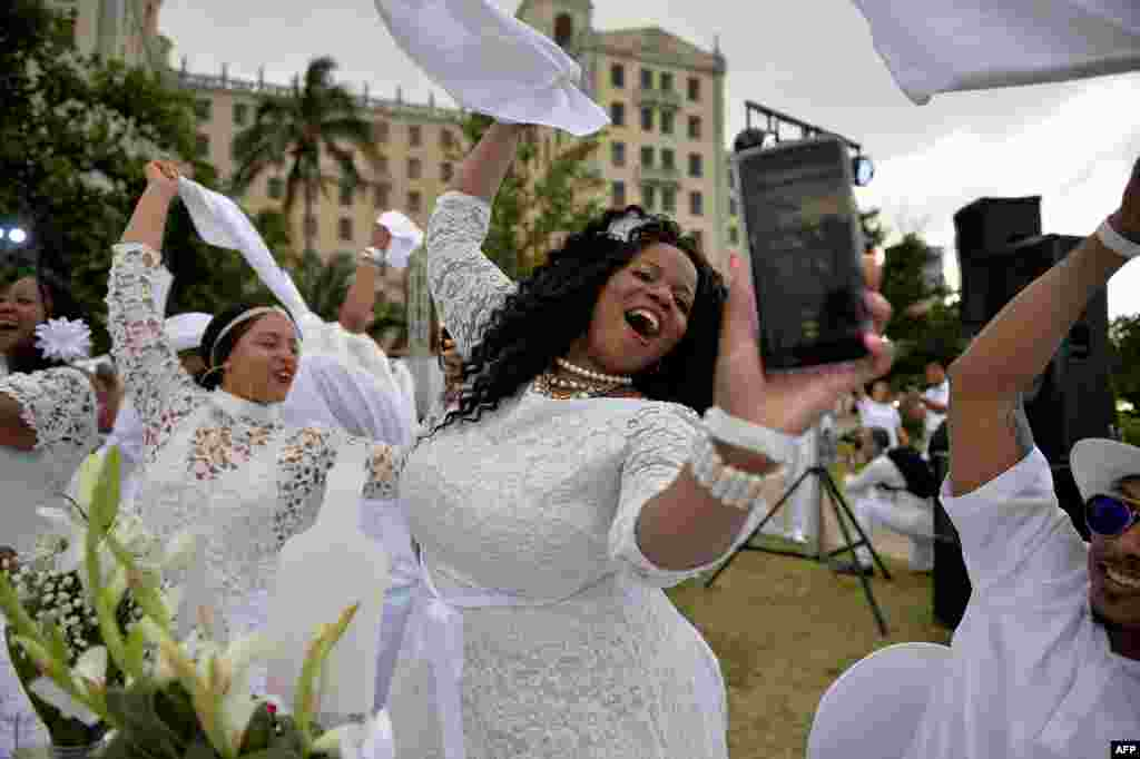 Guests in white costumes attend the 'Diner en Blanc' event, at the Hotel Nacional in Havana, Cuba, April 6, 2019.